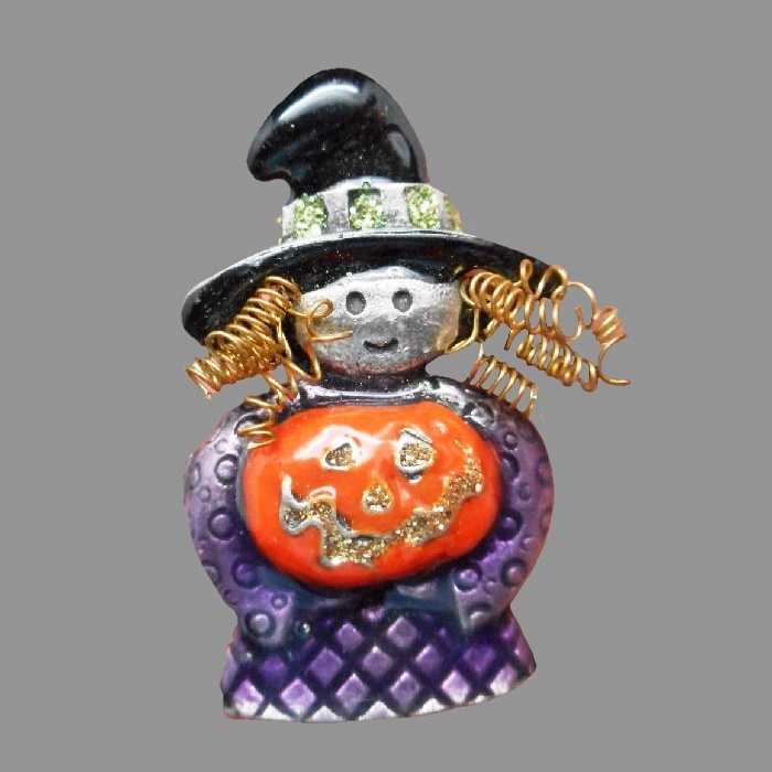 Witch with pumpkin charming Halloween brooch