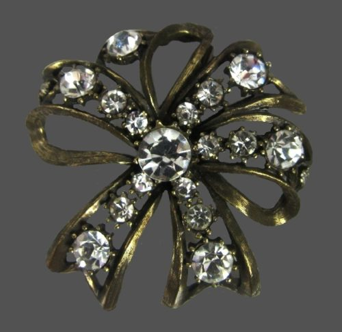 Austrian crystals bow brooch of gold tone