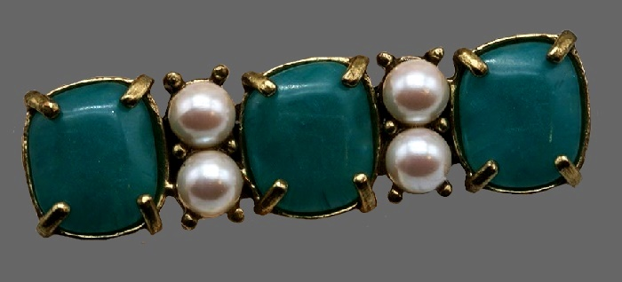 Bar brooch. Jewelry alloy of bronze color, aquamarine color crystals, pearls. 5 cm x 1.5 cm