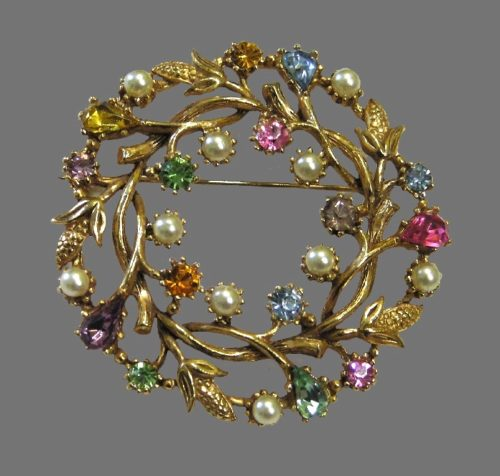 Beautiful flower wreath brooch. Jewelry alloy of gold tone, pink and yellow rhinestones. faux pearls