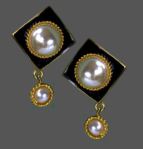 Black enamel faux pearl dangle earrings