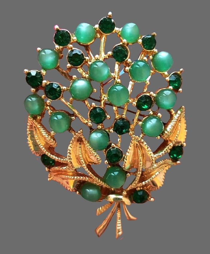 Bouquet vintage brooch. Star vintage costume jewelry. Jewelry alloy, Swarovski crystals, cabochons. 5.5 cm