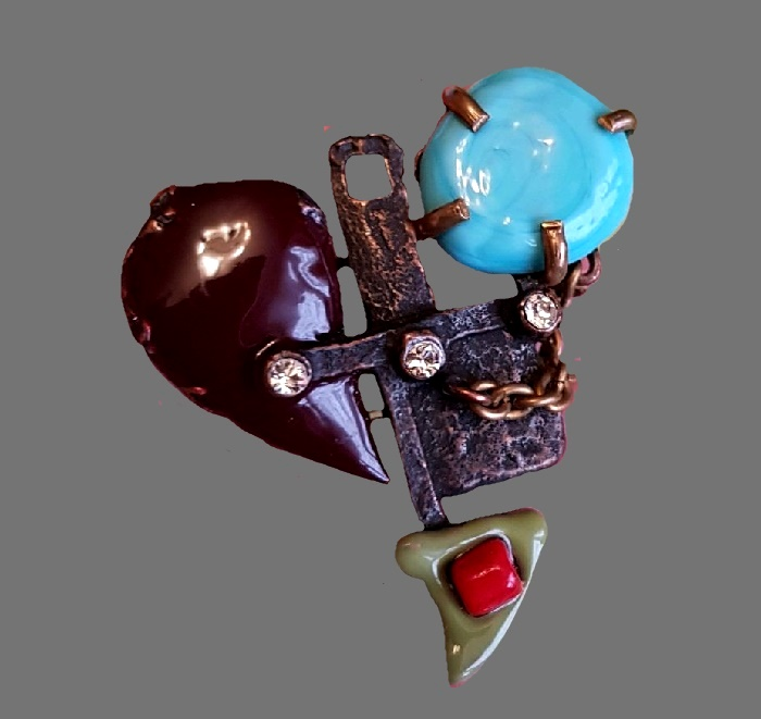 Brooch in the shape of a heart. jewelry alloy, colored plastic, acrylic paste, color inserts. 4.8 cm