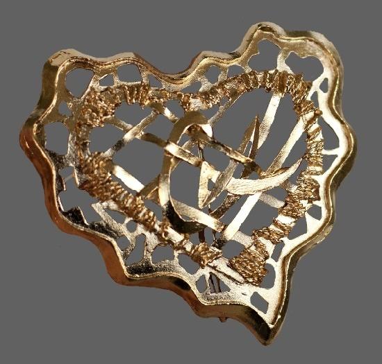 CL gold tone heart brooch. 5.8 cm