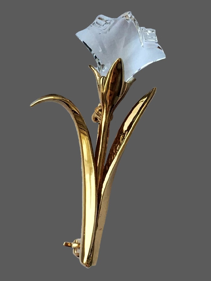Carnation gilded brooch. 4.5 cm