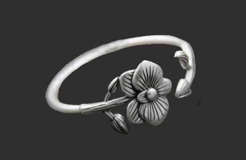 Charming flower bracelet of pure silver