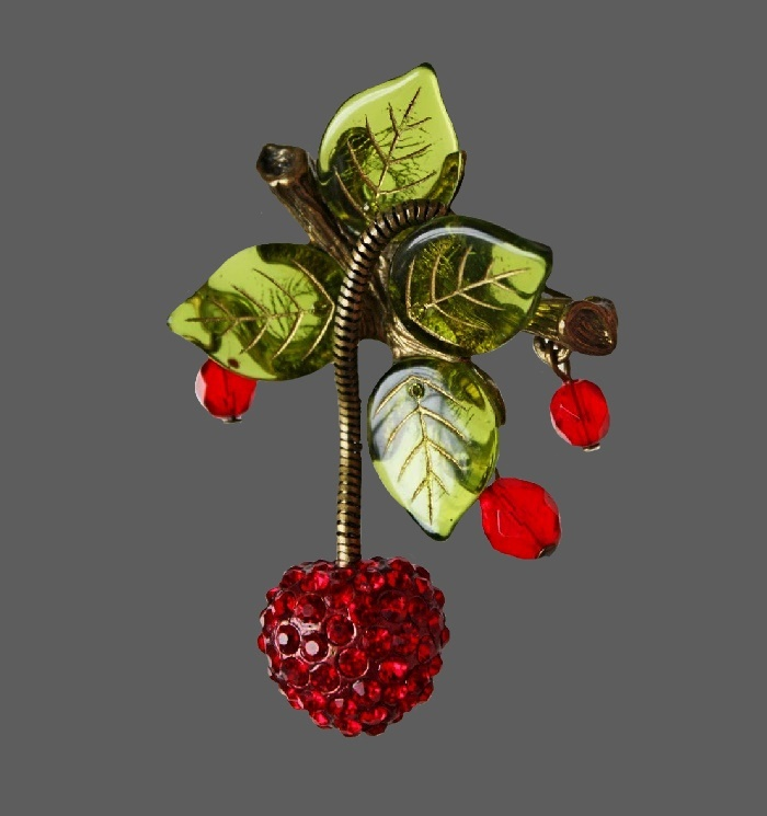 Cherry brooch. Jewelry alloy of gold tone, art glass, crystals and beads. 6.5 cm