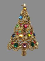 Christmas tree vintage brooch. Jewelry alloy of gold tone, rhinestones, glass cabochons. 6.5 cm