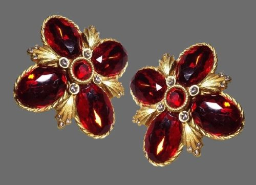 Cross clips. Scarlet tone lucite, transparent crystals, gold alloy with a matte finish and satin effect. 1990s