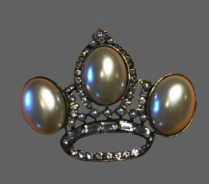 Crown brooch with three large faux pearls, clear rhinestones