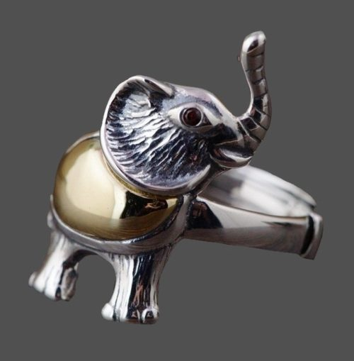 Elephant ring of silver