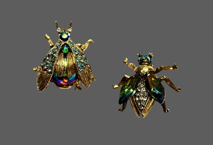 Exotic bees beautiful brooches. Jewelry alloy, gold tone, rhinestones, cabochons