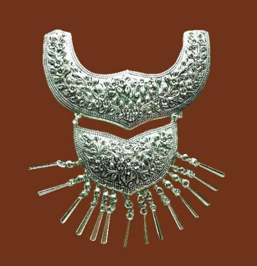 Exquisite silver filigree pendant necklace