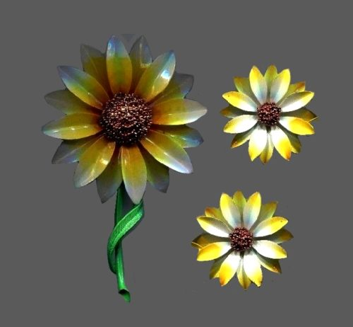 Fabulous set of yellow flower brooch and earrings. Jewelry alloy, enamel
