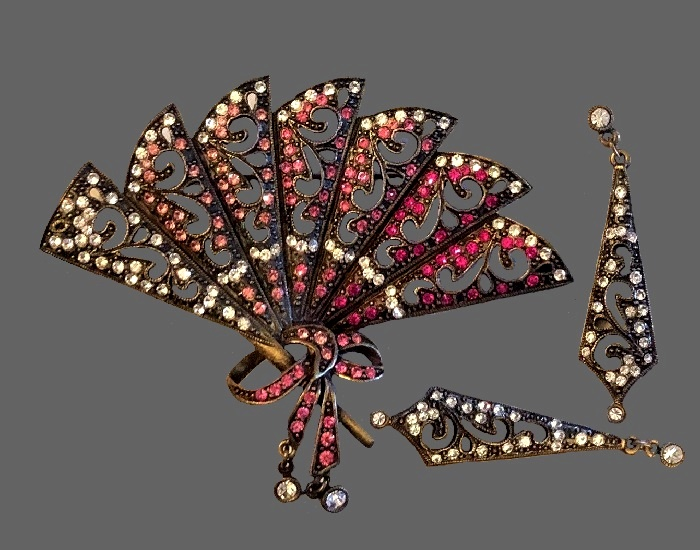 Fan brooch and earrings. Filigree silver tone metal, rhinestones