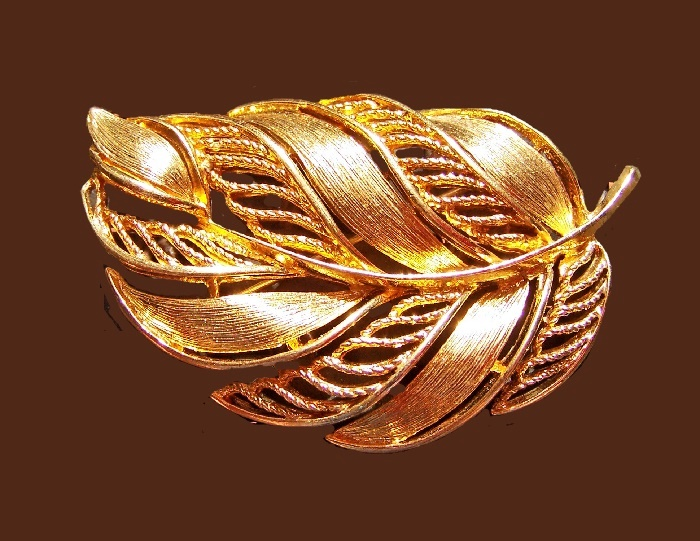 Filigree textured goldtone leaf brooch