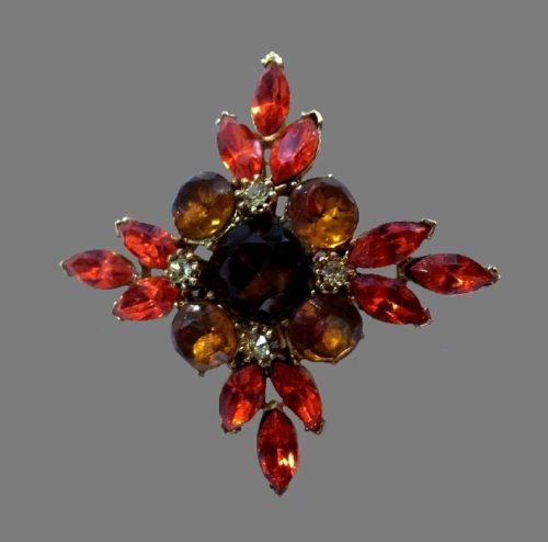 Floral design brooch. Gold tone alloy, amber red crystals, rhinestones