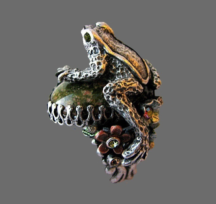 Frog adjustable ring. Blackened, enamel, green cabochon