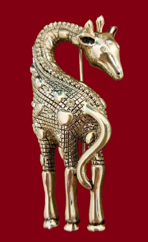 Giraffe brooch of silver tone, decorated with Swarovski crystals