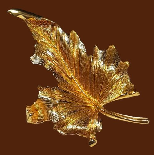 Gorgeous leaf brooch. Gold tone textured jewelry alloy