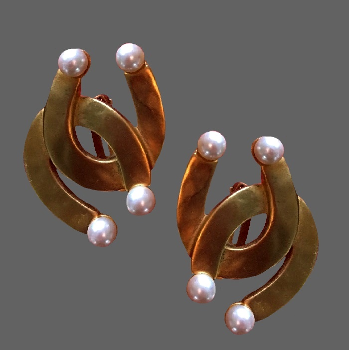 Horseshoe gold plated faux pearls clips