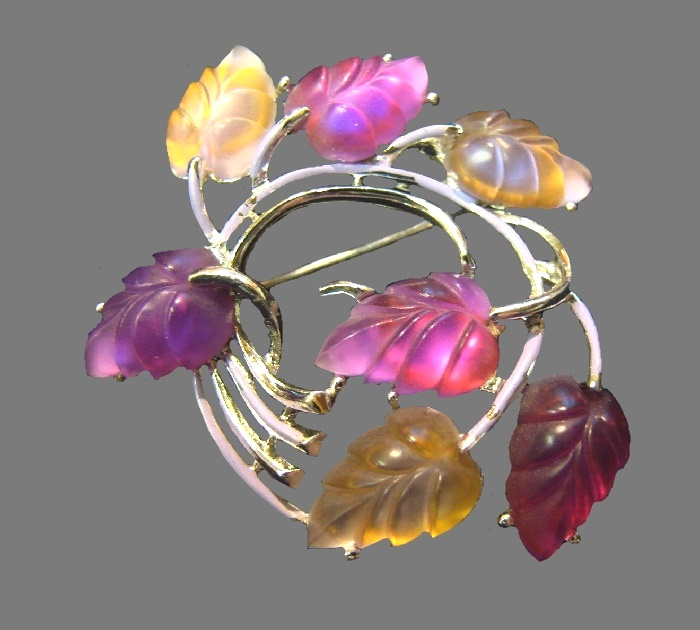 Leaf wreath brooch. 1940s. Gold tone metal, glowing lucite leaves of raspberry, violet, amber tone