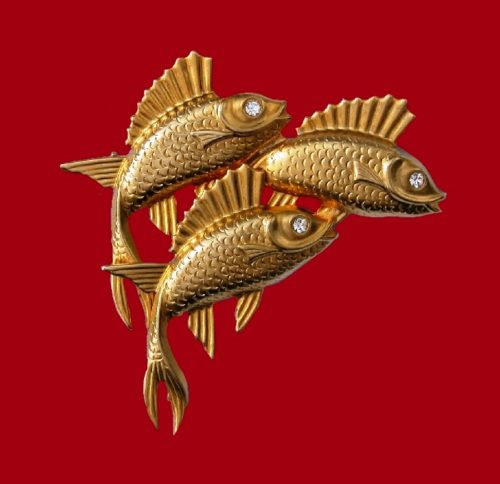 Leaping fish brooch of gold tone