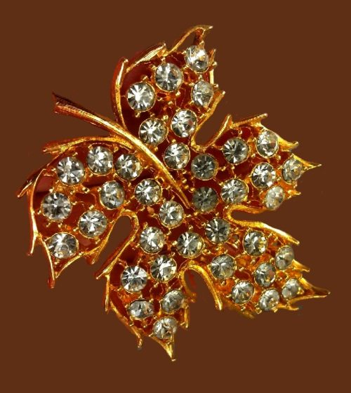 Maple Leaf vintage brooch. Jewelry alloy, rhinestones, gold plated. 6.1 cm