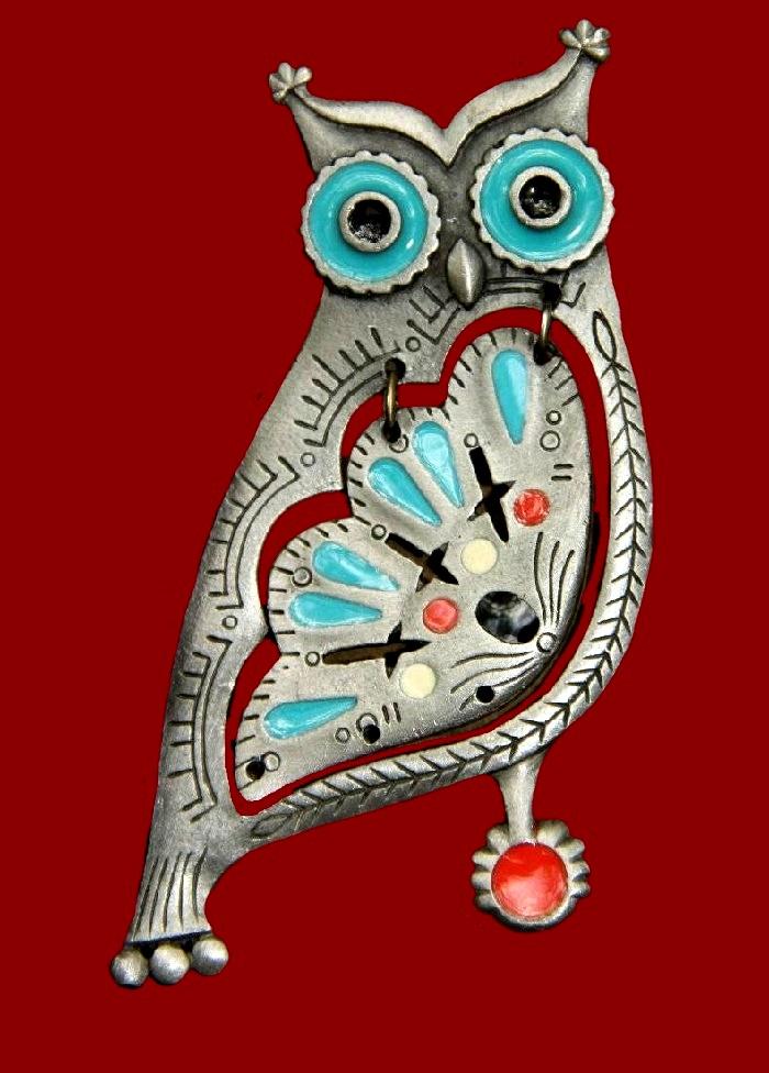 Owl pendant of silver tone