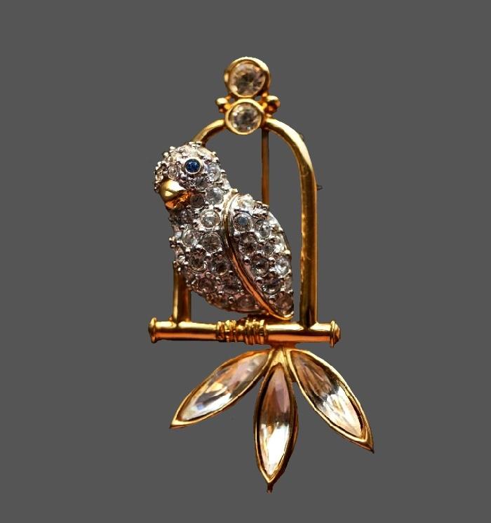 Parrot vintage brooch. 1980s. Jewelry alloy, rhinestones, crystals. 4.6 cm