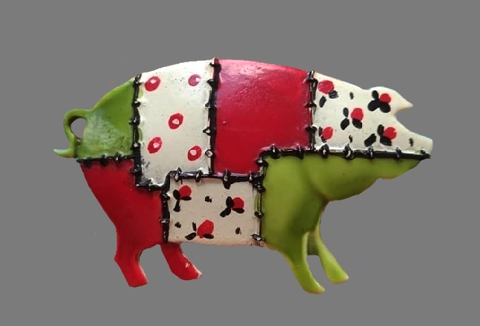 Pig vintage brooch handpainted in patchwork style. 1960s. Jewelry alloy, enamel, 6 cm
