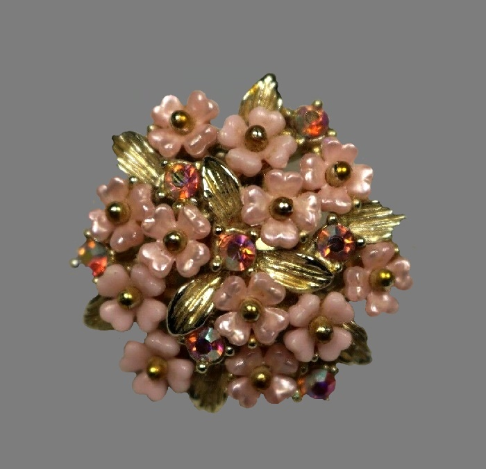 Pink flower bouquet brooch. Gold tone metal, rhinestones, enamel