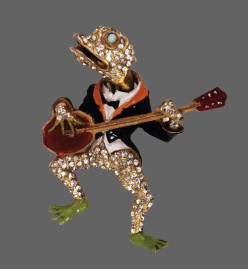 Playing Frog brooch, 1940. Gold-plated metal, rhinestone pave, black, green, red, white and ochre enamel. 8.5 cm. Marked Staret