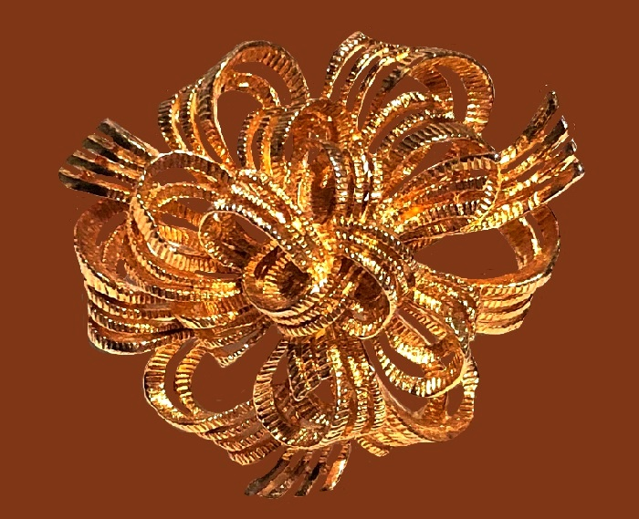 Ribbon brooch of gold tone