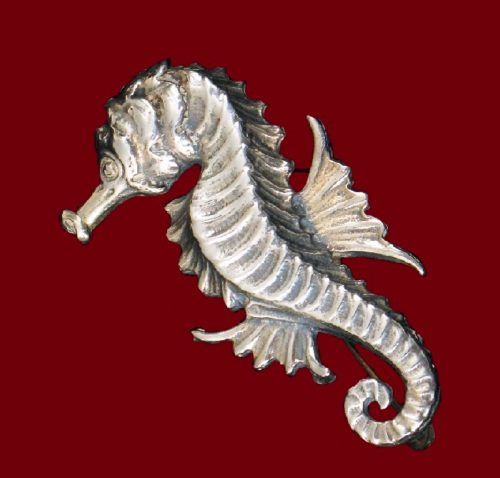 Seahorse sterling silver brooch