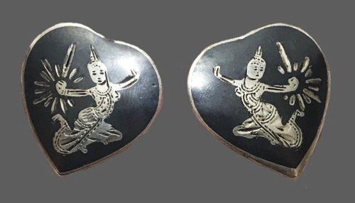 Siam heart shaped earrings of silver