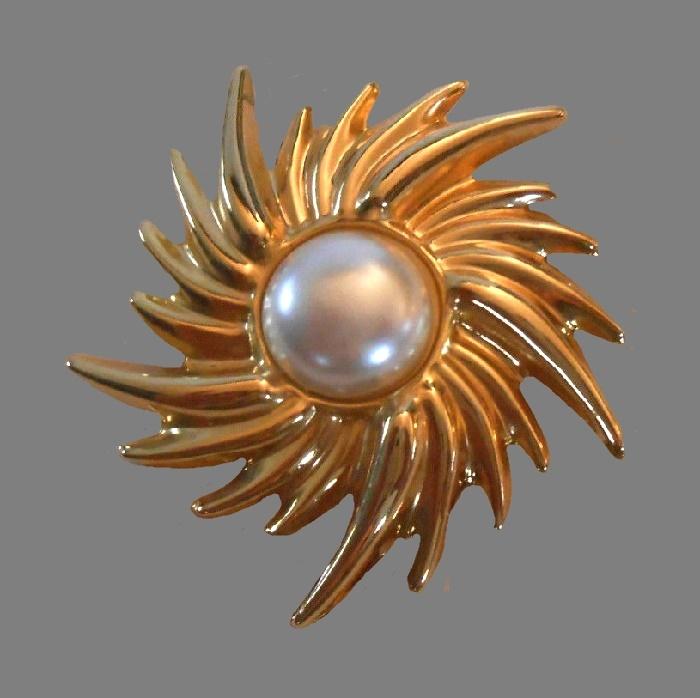 Sun burst gold tone faux pearl brooch clip