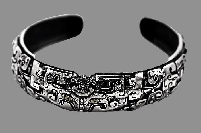 Textured silver bracelet