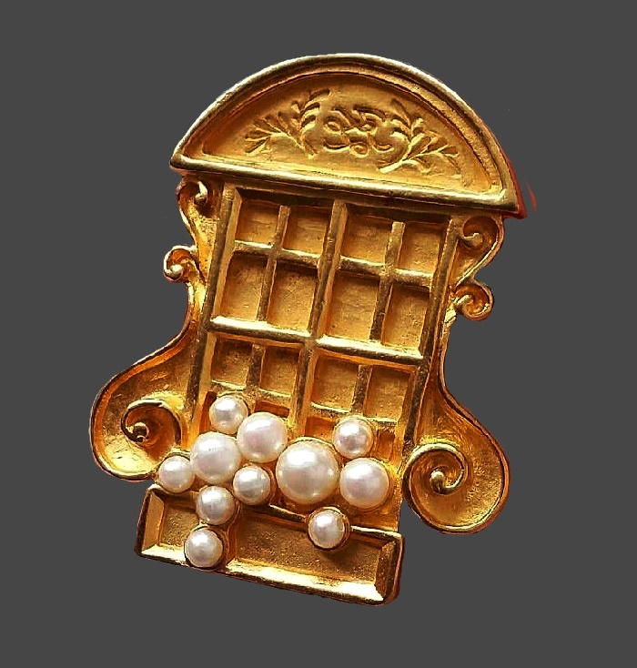 Window with flowers 1980s brooch of gold tone, faux pearls. 4.5 cm