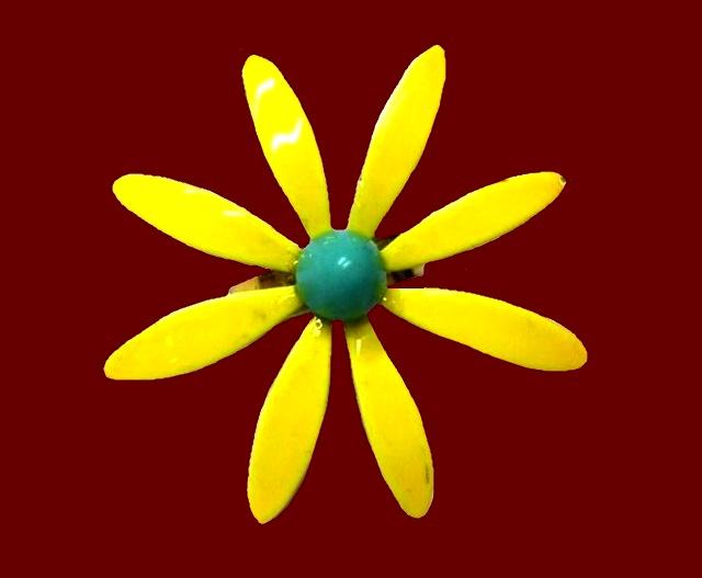 Yellow daisy enameled gold tone ring