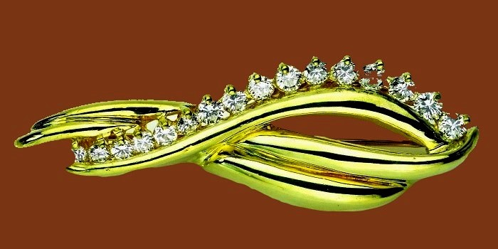 18K Yellow gold and diamond brooch