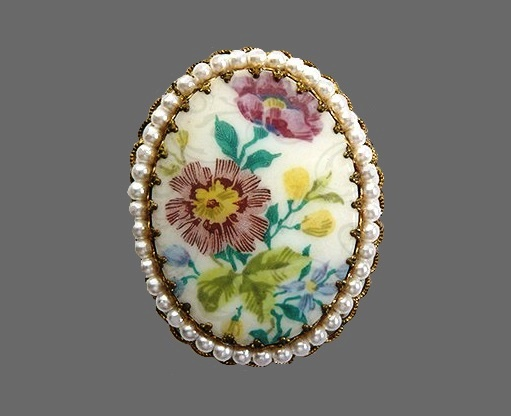 1940s brooch West Germany. Faux pearls, porcelain insert, floral motif. 5x4 cm