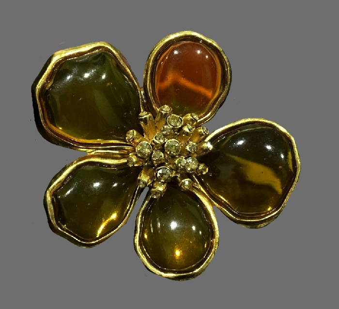 Amber color flower ring. Jewelry alloy of gold tone, Swarovski crystals