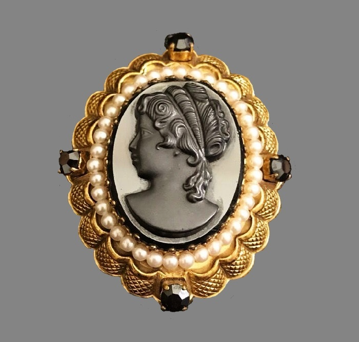 Beautiful Cameo brooch. 1950s. Hematite, jewelry alloy, filigree, artificial pearls, Austrian crystals. 4.5 cm