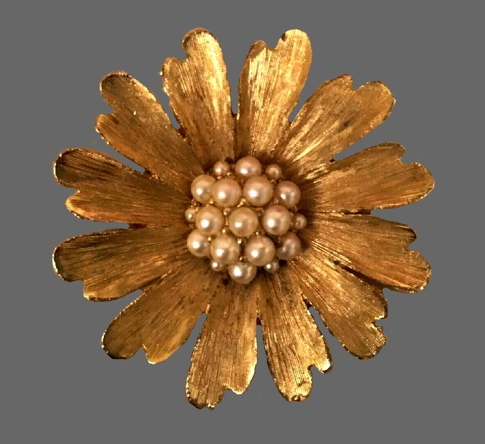 Beautiful gold tone flower brooch with faux pearls in the center