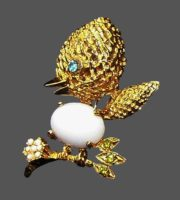 Bird on a branch, vintage brooch, 1970s. Crystals, jewelry alloy, cabochon. 4 cm