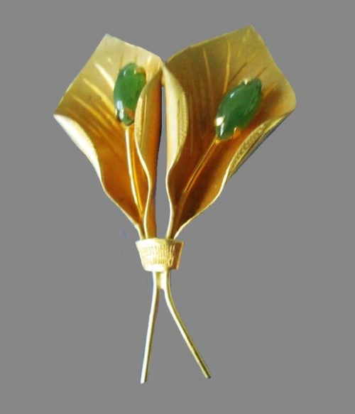 Calla flower gold tone brooch with green crystals