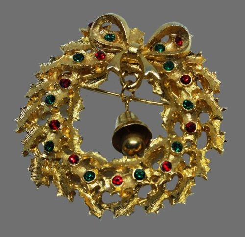 Christmas wreath with dangling bell
