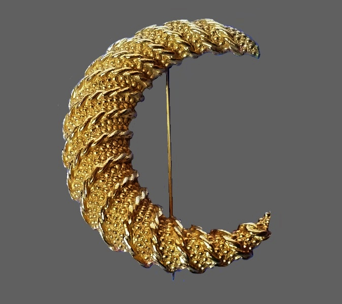 Crescent gold tone brooch