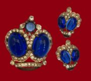 Crown brooch and earrings from the collection 'Regal Elegance'. Royal blue glass cabochon 925 Sterling silver. Brooch 5 cm, clips 1.5 cm